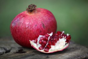 pomegranate-1631069-639x426